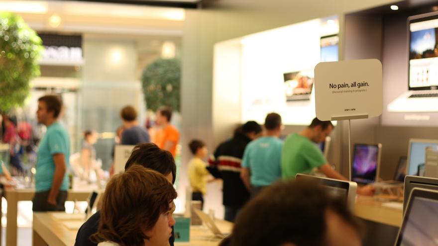 El interior de la Apple Store de Melbourne, Australia (Foto: Christopher Neugebauer en Flickr)