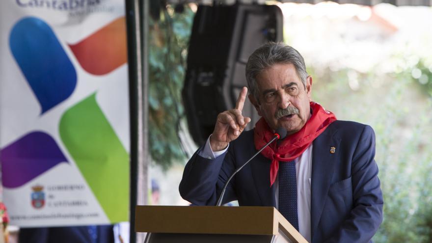 Miguel Ángel Revilla durante su discurso en el Día de Cantabria