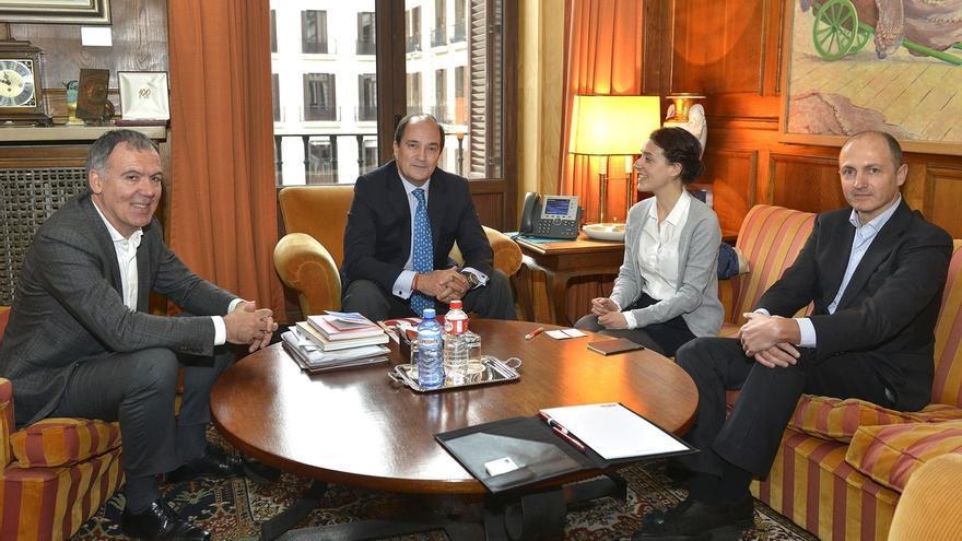 CEOE y Cámara elaborarán un informe sobre la situación empresarial en Cantabria y propondrán un plan industrial