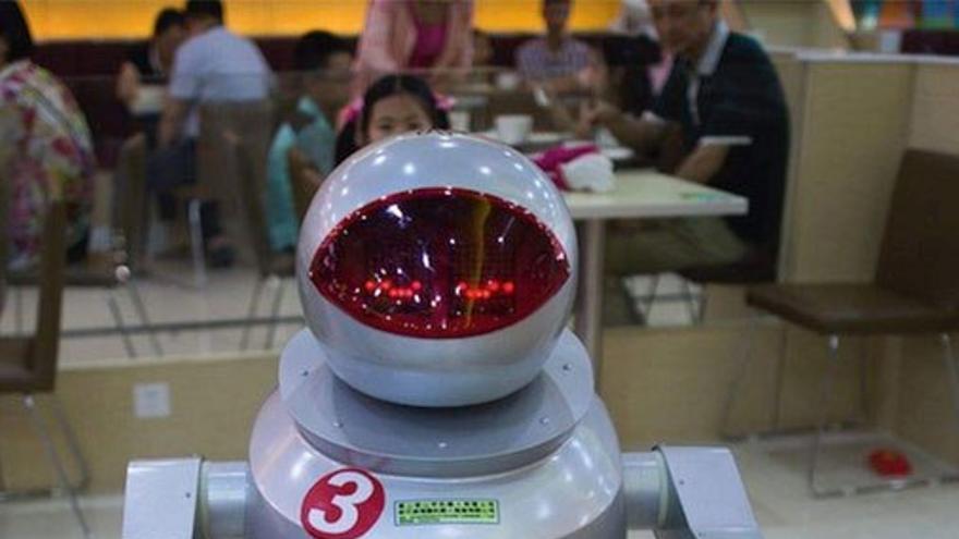 Robot camarero en un restaurante de China