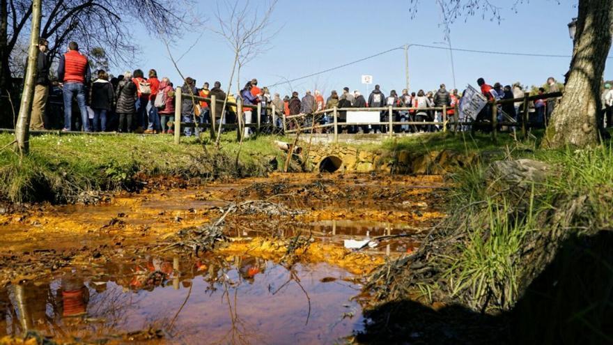 Marcha contra el proyecto minero de Touro