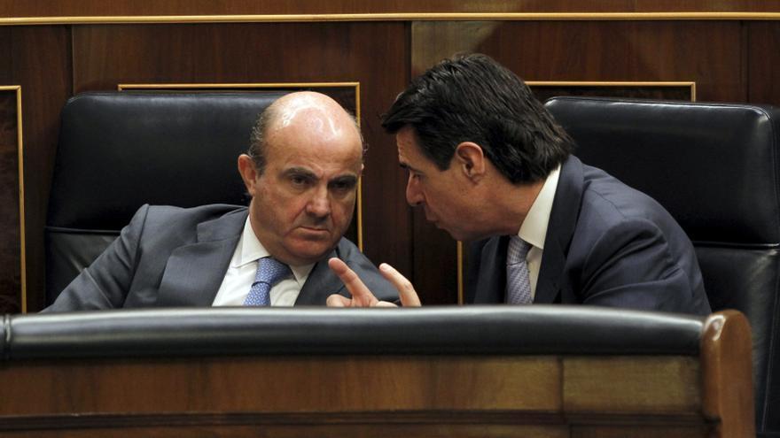 De Guindos dice que Almunia es el único que ha hablado de incertidumbre en España