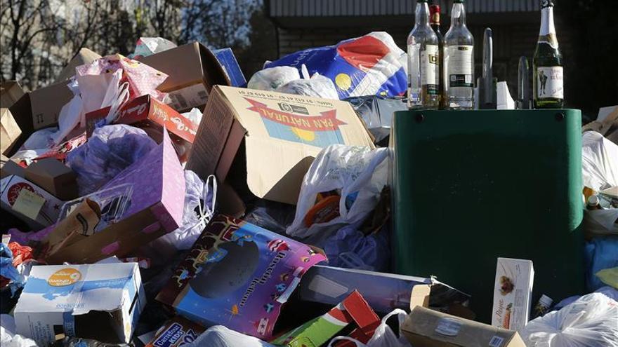 Los trabajadores de recogida de basuras aprueban ir a la huelga el 11 de mayo
