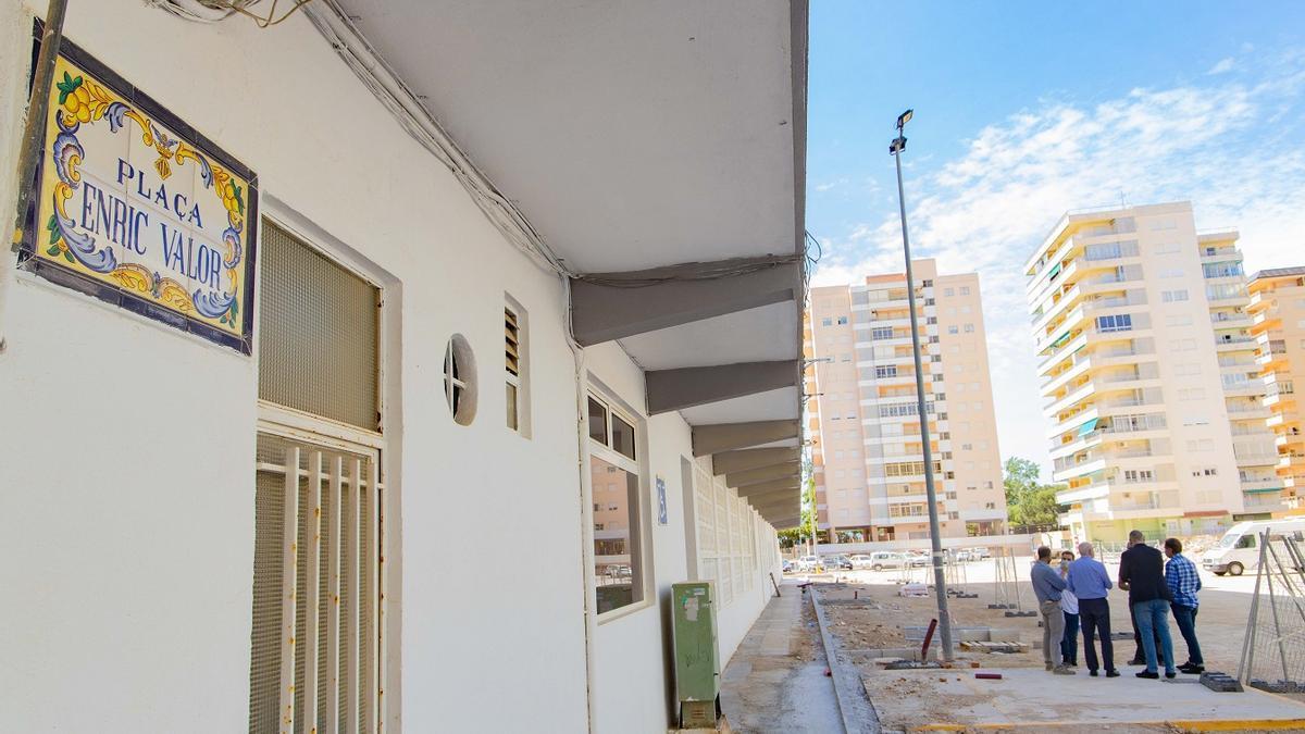 La plaza Enric Valor de Cullera se encuentra en obras de remodelación.