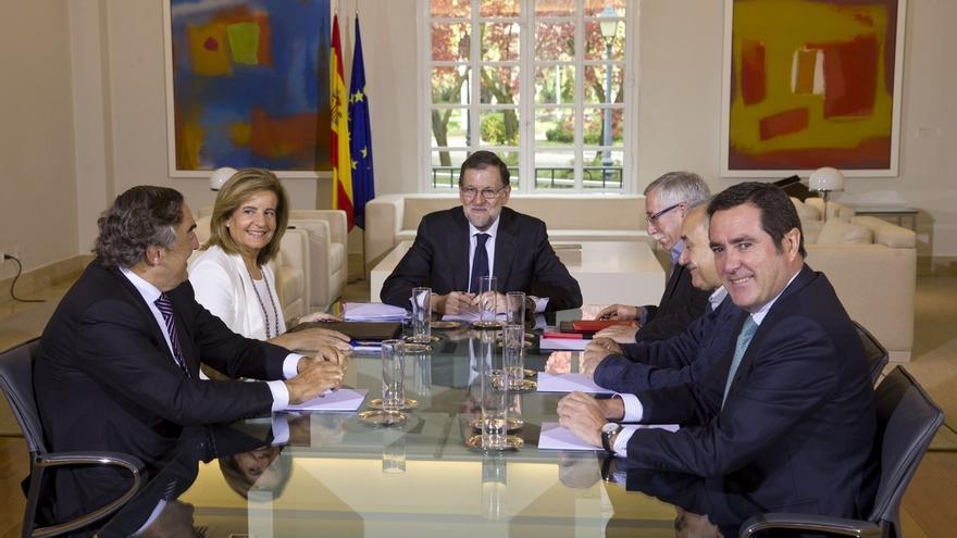 """Rajoy limita el diálogo social: """"no liquidará"""" sus reformas y no incumplirá el déficit"""