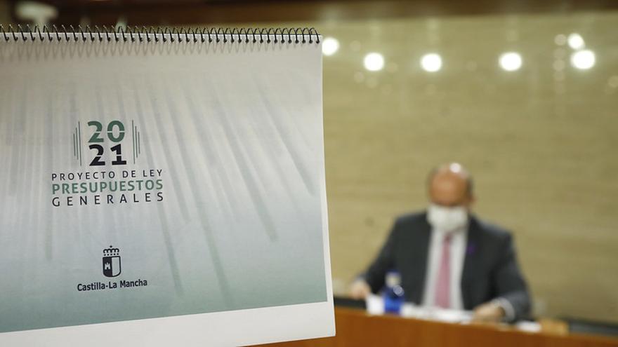 El vicepresidente de Castilla-La Mancha presenta presupuestos para 2021 entre acusaciones de falta de transparencia sobre los fondos europeos COVID