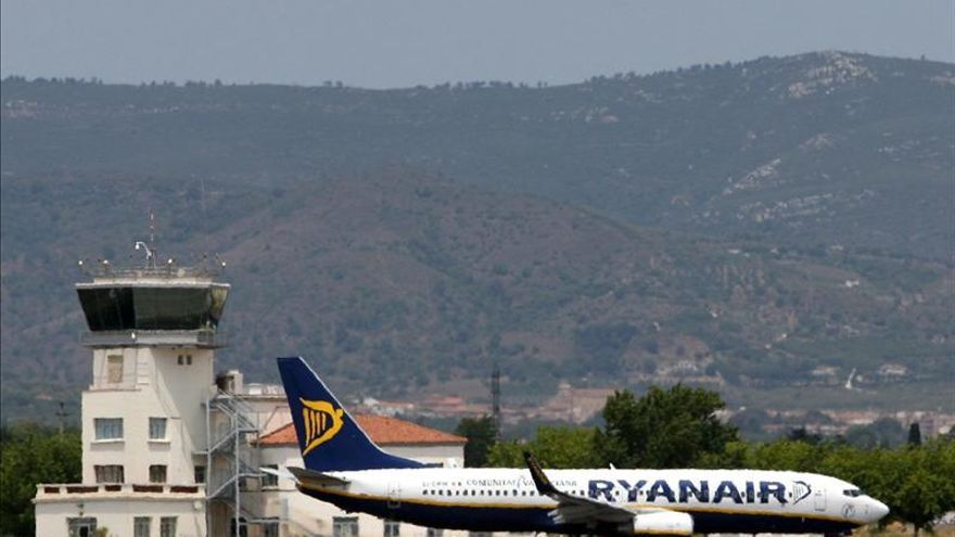 Un avión de Ryanair aterriza de emergencia en Sevilla por un incendio en la cabina