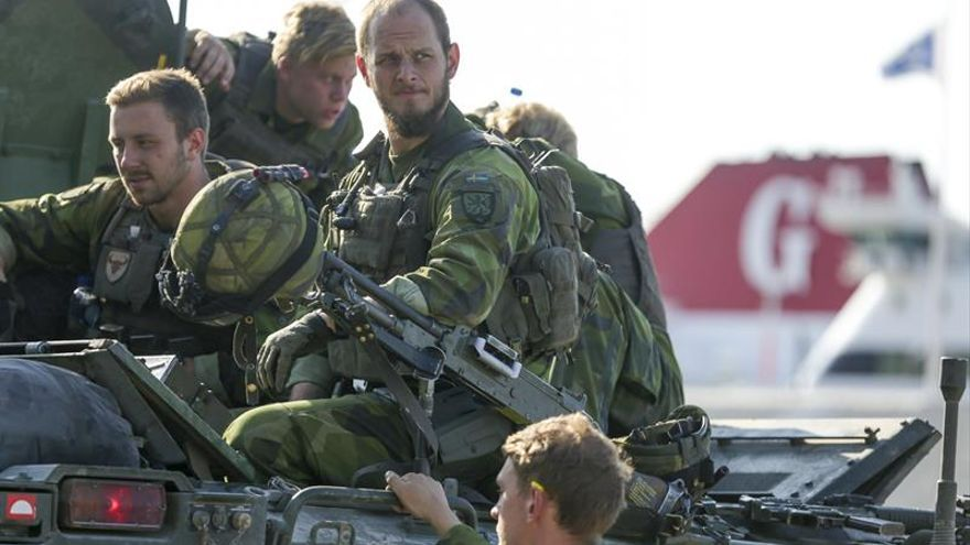 Suecia restablece el servicio militar obligatorio siete años después de abolirlo