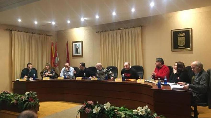 El salón de plenos de Boñar (León) durante la aprobación de la moción.