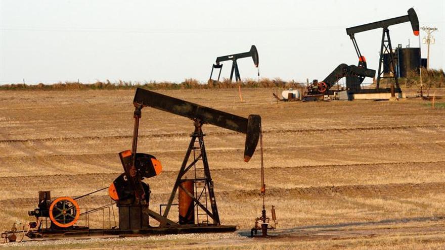 El petróleo de Texas abre con un descenso de 1,02 % hasta 43,78 dólares