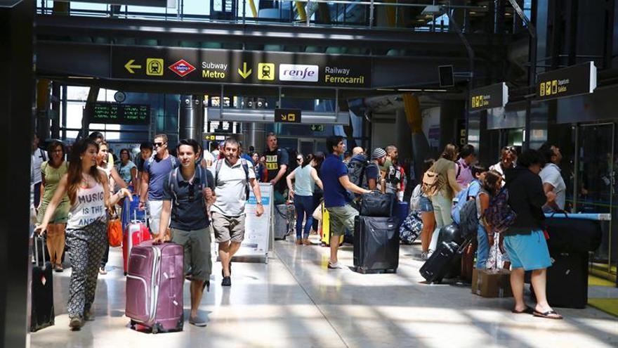 """La UE saca de su """"lista negra"""" a las aerolíneas certificadas en Kazajistán"""