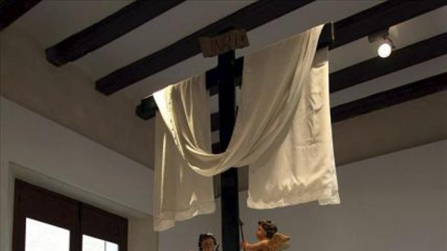 """Imagen de """"La Diablesa"""" una talla del diablo con cuerpo de mujer en un paso de la Semana Santa de Orihuela. EFE"""