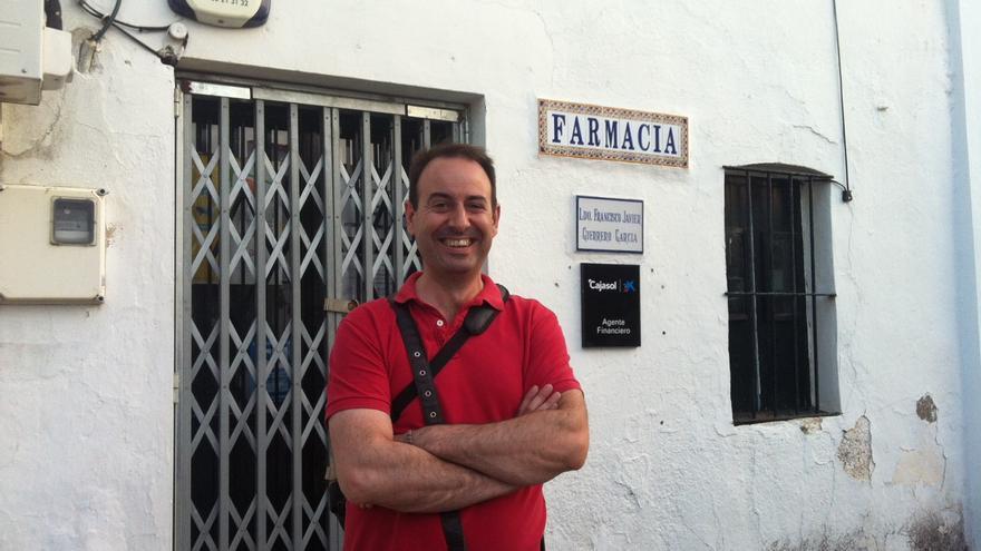 Javier Guerrero es farmacéutico en El Madroño, pueblo de 344 habitantes de la provincia de Sevilla