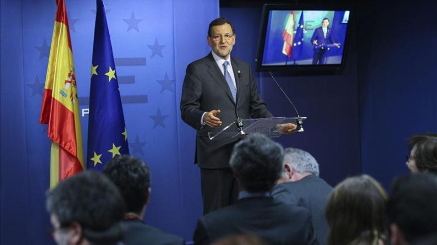 """Feijóo reitera la """"lealtad inquebrantable"""" del PP con Rajoy y su gobierno"""
