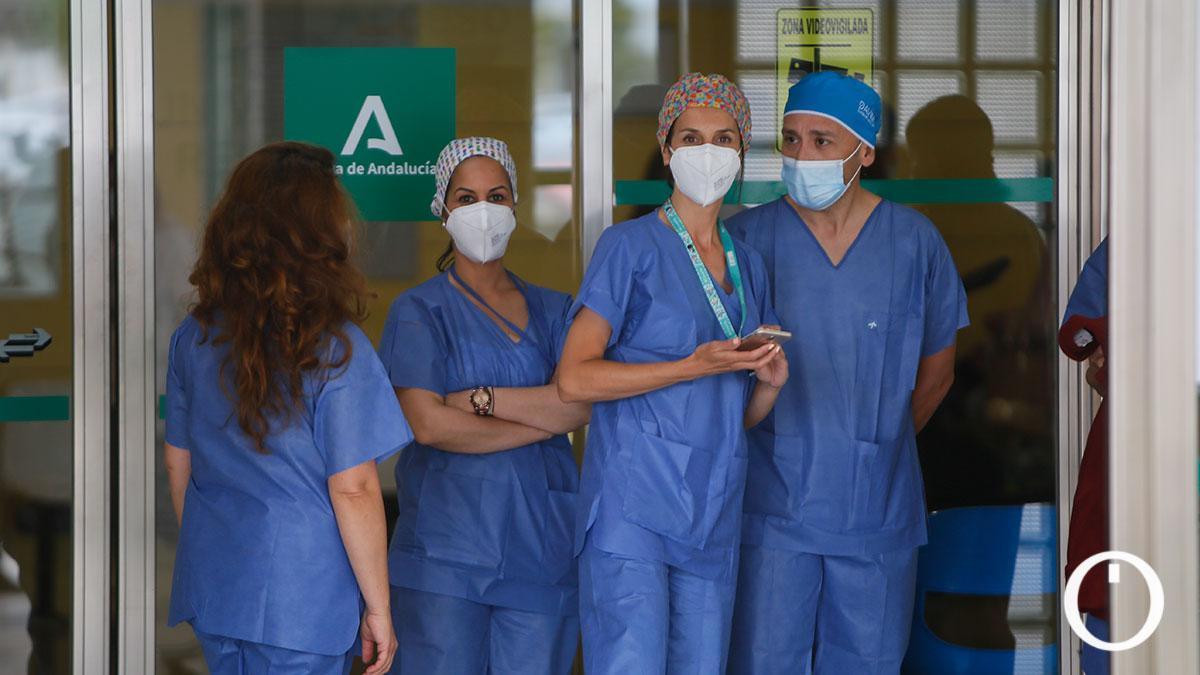 Personal sanitario en el Hospital Reina Sofía