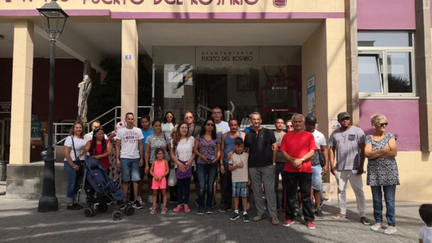 Concentración este jueves de familias afectadas ante la sede del Ayuntamiento de Puerto del Rosario.