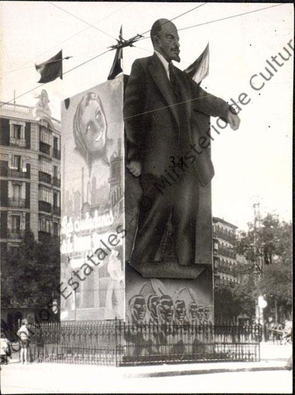 Estatua de Lenin en la Glorieta de Bilbao