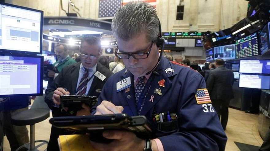 Wall Street abre a la baja y el Dow Jones pierde 0,26 %