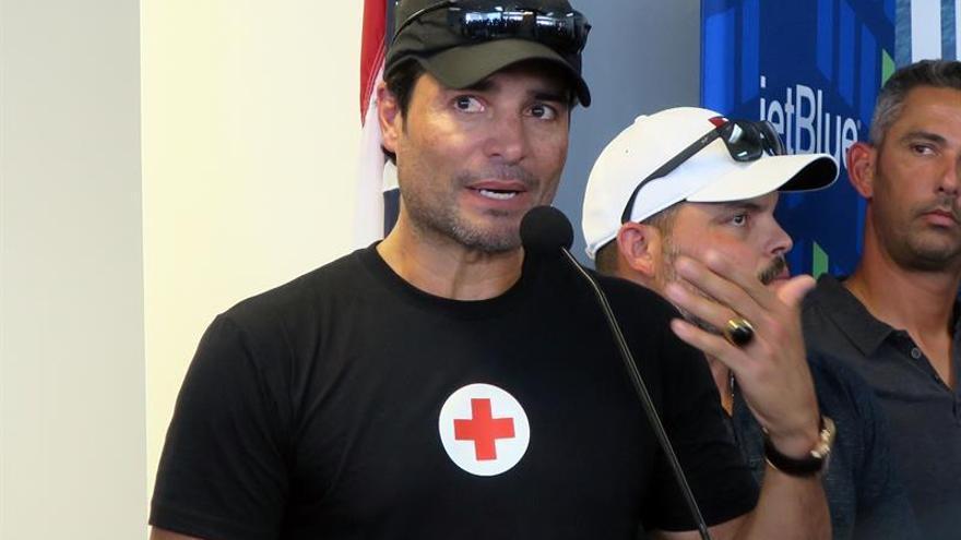 Fonsi, Estefan, Ricky Martin y Chayanne llevan ayuda a Puerto Rico tras el huracán