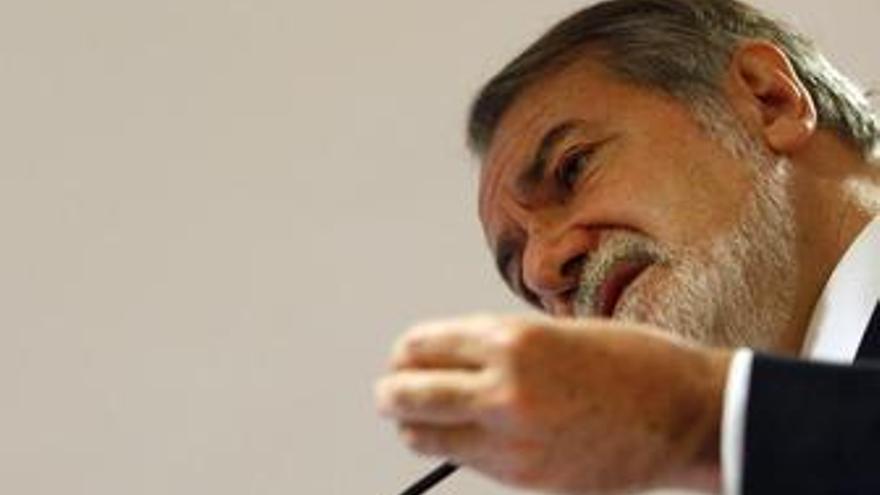 Ex Ministro Del Interior Y Portavoz Del Grupo Popular En El Parlamento Europeo,