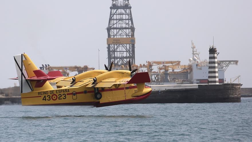 Hidroavión cargando en Las Palmas de Gran Canaria.