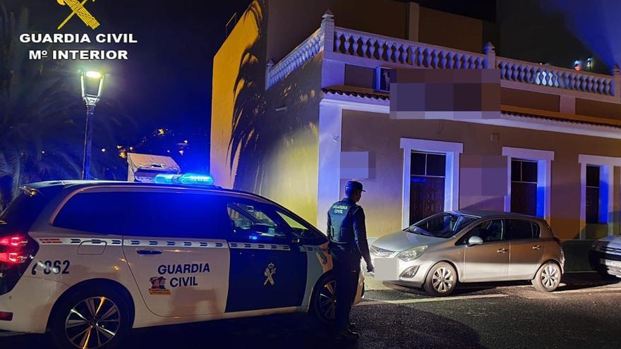 La Guardia Civil localiza un bar clandestino durante el estado de alarma en Gran Canaria.