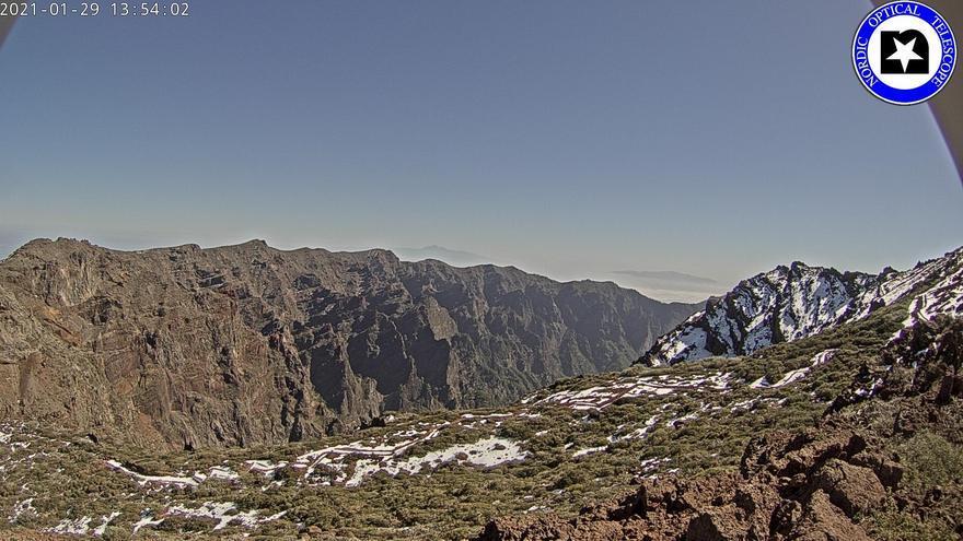 Imagen de las cumbres de La Palma este viernes captada de la webcam del Telescopio Óptico Nórdico (NOT por su siglas en inglés).