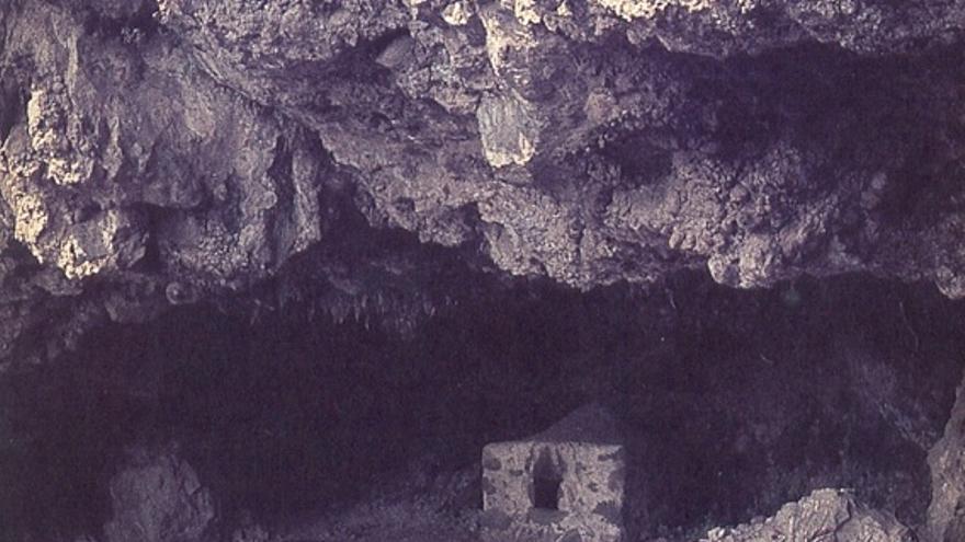 Excavación arqueológica en Belmaco durante la campaña de 1974 (Foto: Mauro Hernández Pérez)