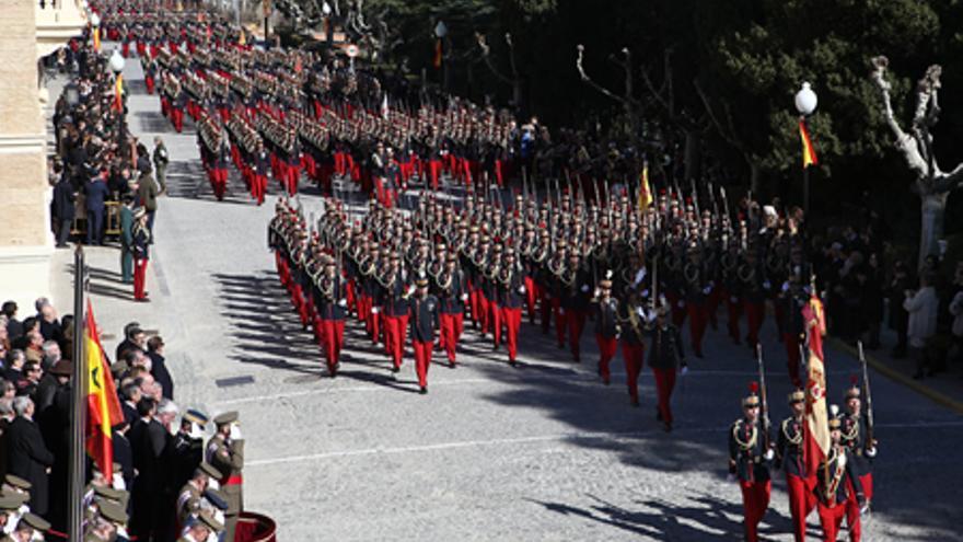 Las unidades de cadetes desfilan en el acto de aniversario de la Academia (Foto: AGM)