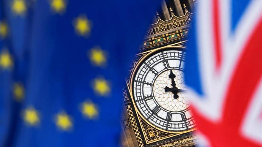 """Tres años después, un """"brexit"""" abrupto más cerca que nunca"""