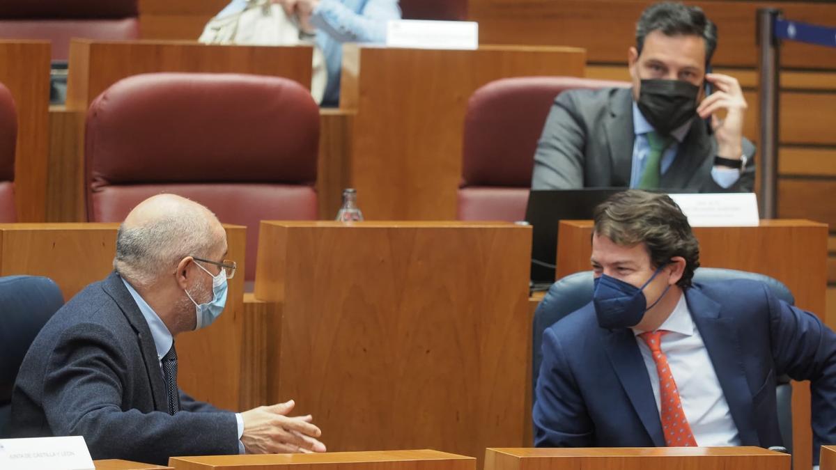 Igea y Mañueco, en el pleno de las Cortes.
