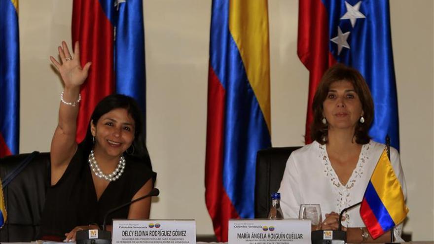 Las cancilleres de Colombia y Venezuela buscarán estrechar las diferencias en Quito