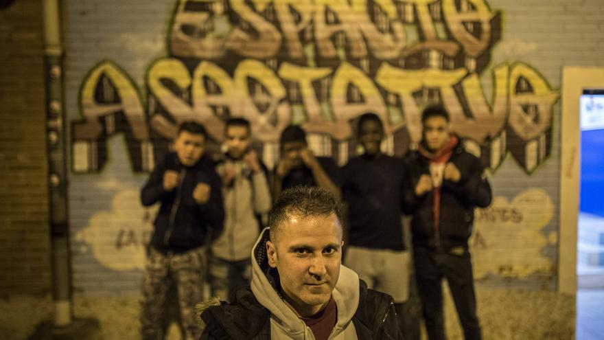 Julio Rubio imparte clases gratuitas de boxeo a jóvenes en el proyecto Hortaleza Boxing Crew