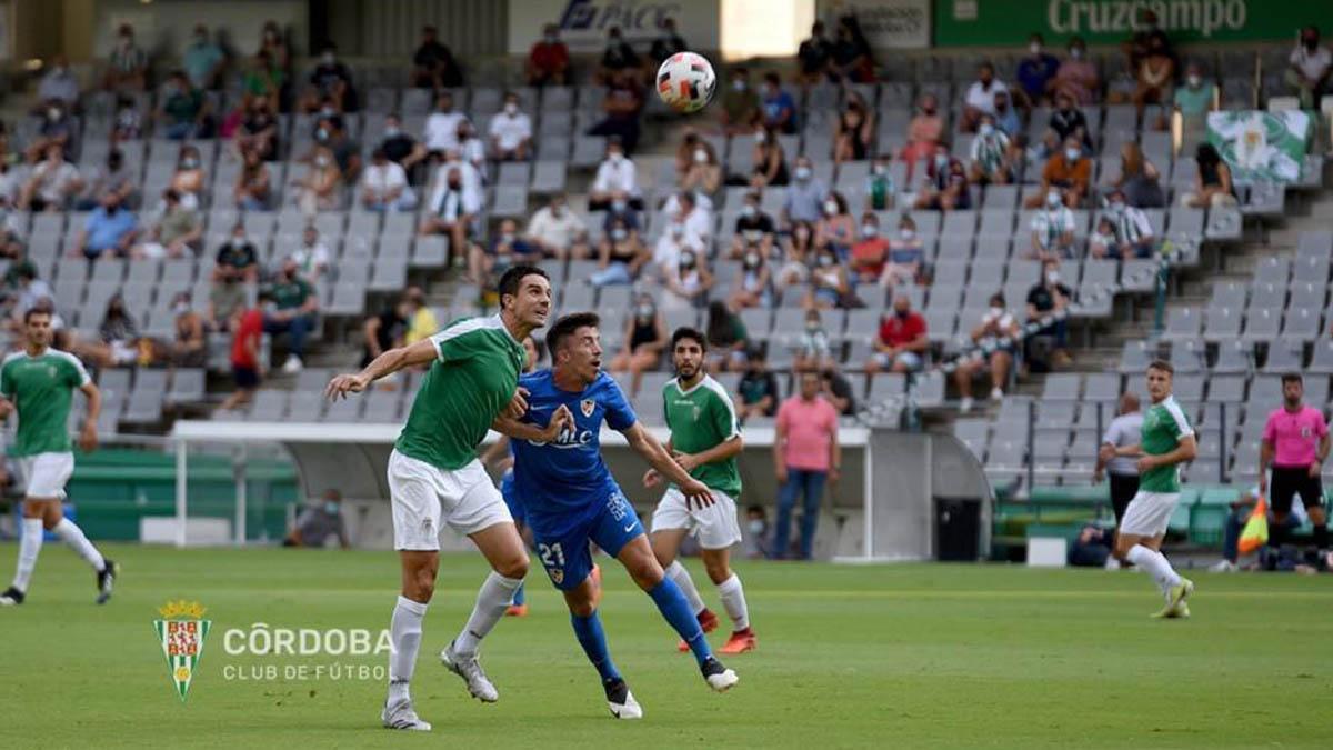 Toni Arranz, en el duelo con el Linares Deportivo