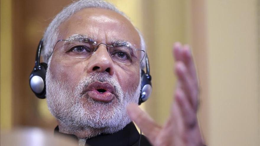 Fitch advierte a India tras la propuesta de aumento salarial a los funcionarios
