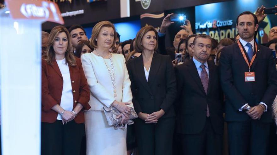Los presidentes regionales de Andalucía, Aragón, Castilla-La Mancha, Canarias y Baleares; durante la inauguración de la 35 edición de la Feria Internacional de Turismo. Foto: EFE /Ballesteros