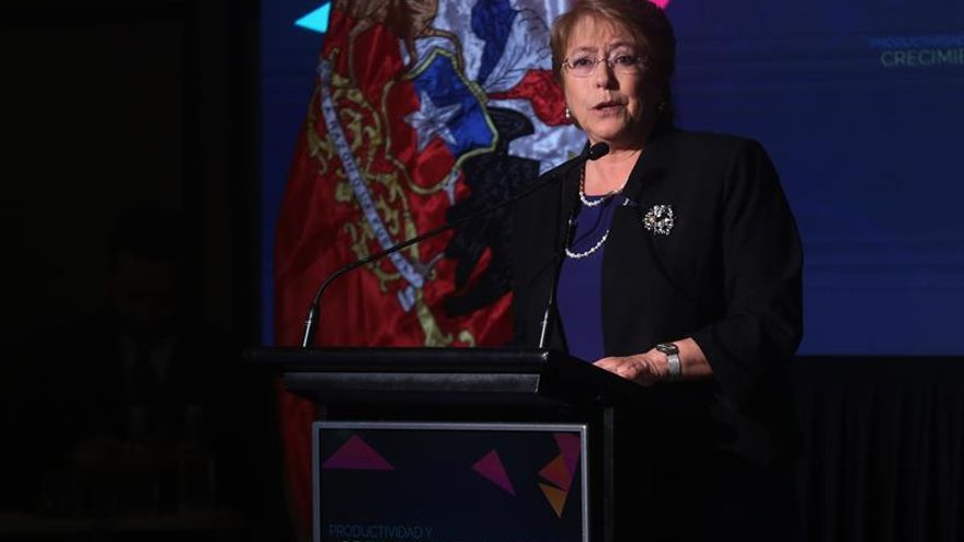 Bachelet critica el machismo en Chile y descarta seguir en la política tras su mandato