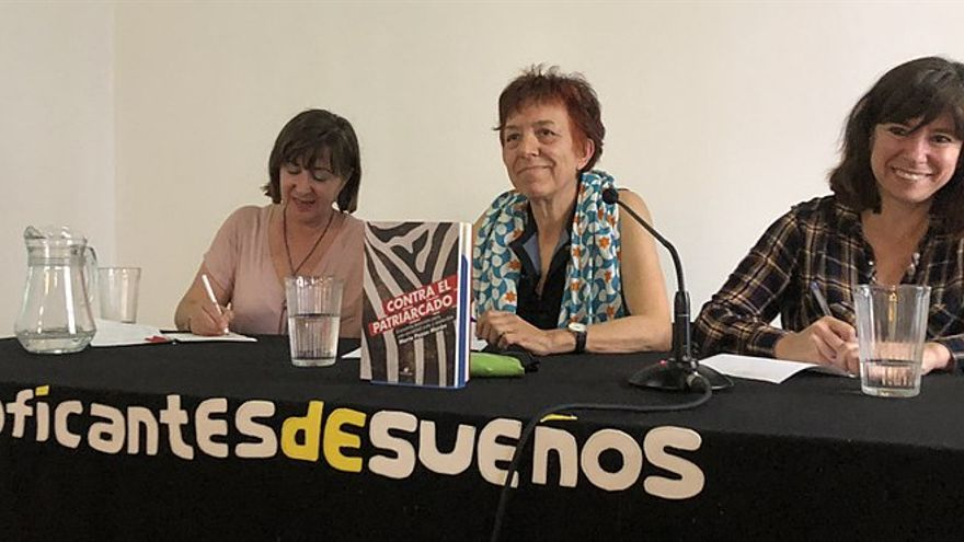 María Pazos junto a Ana de Miguel en la presentación de 'Contra el patriarcado'