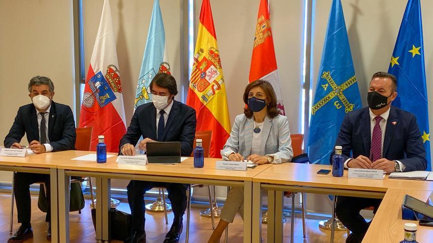 Los consejeros de Castilla y León, Galicia, Asturias y Cantabria durante la comparecencia