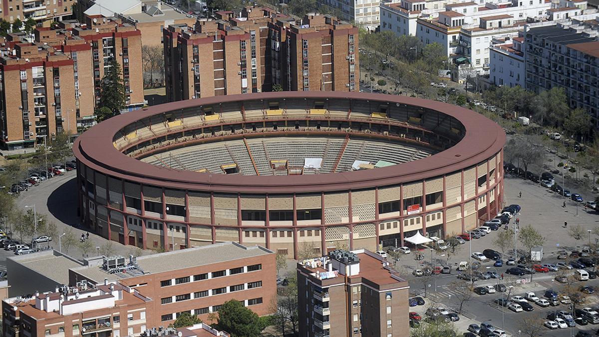Vista aérea de la Plaza de Toros y su aparcamiento anexo