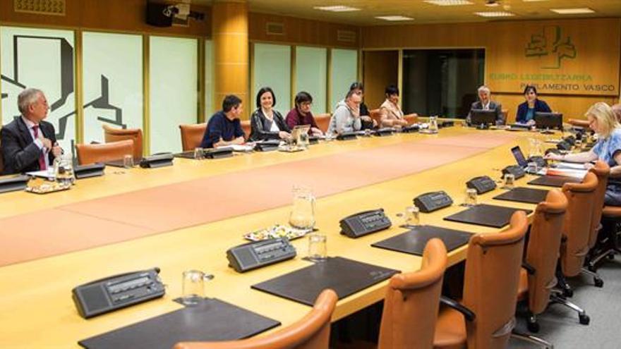El PNV y EH Bildu aprueban que nuevo Estatuto vasco incluya el derecho a decidir