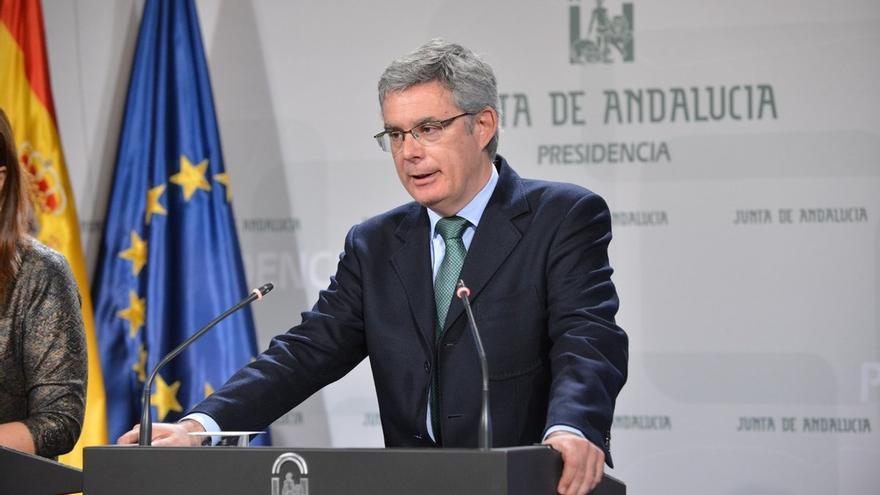 """La Junta ve un """"timo"""" que el Gobierno anuncie un aumento del 27% en la inversión tras el """"hachazo"""" del 36% en 2017"""