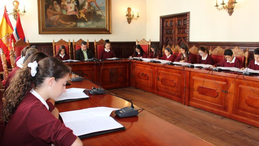 Pleno en el Ayuntamiento de Santa Cruz de La Palma de estudiantes de la ESO del Colegio Santo Domingo de Guzmán.