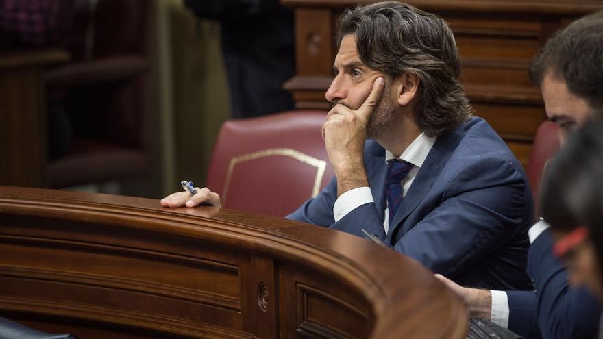 Gustavo Matos en el Parlamento de Canarias