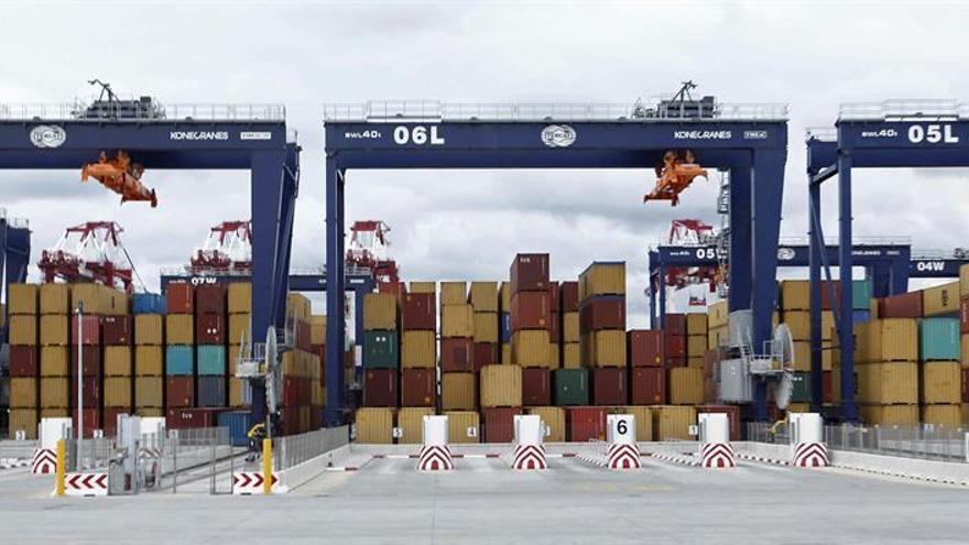 El tráfico de mercancías crece un 6,5 % en el Puerto de Barcelona hasta agosto