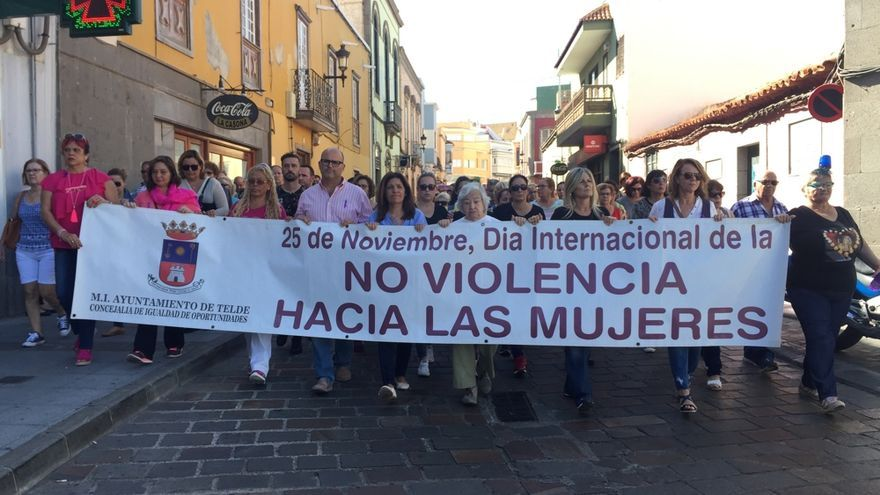 Unas 200 Personas marchan en silencio en Telde contra la violencia de género.