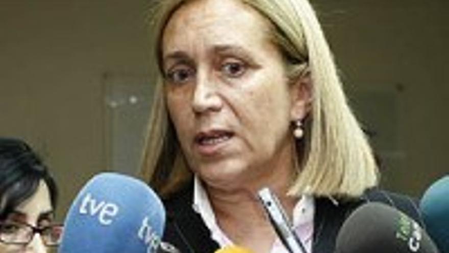 Mercedes Roldós, sola ante el peligro.