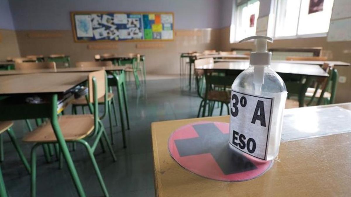 Un aula vacía durante el confinamiento de los alumnos