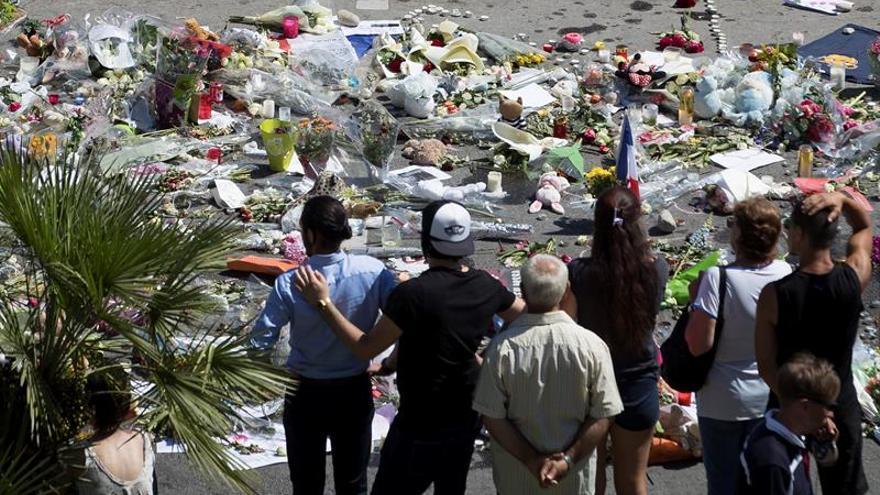 Francia guarda un minuto de silencio por Niza