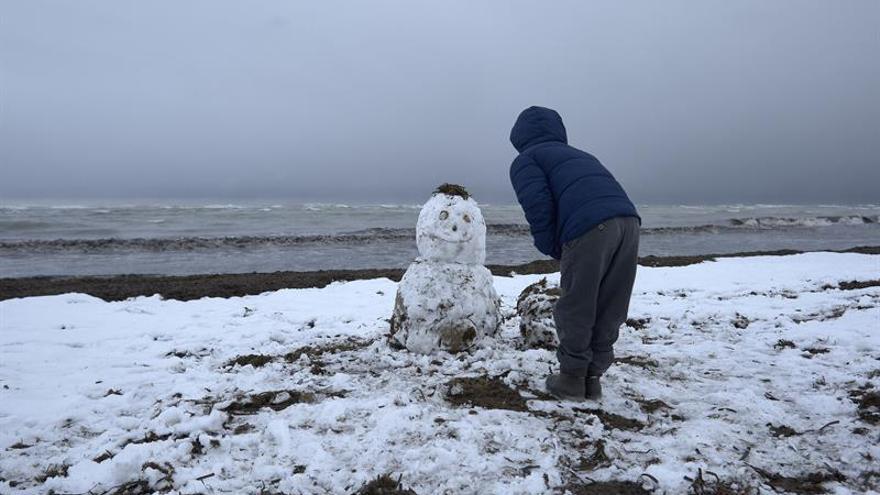 Todas las comunidades, excepto Canarias, en alerta por frío, nevadas y viento